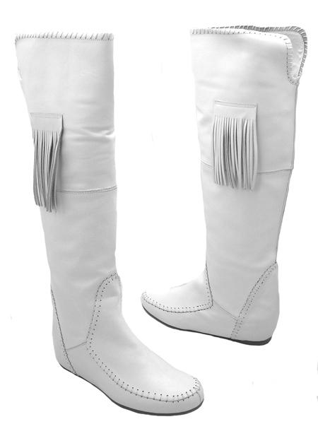 С чем носить женские белые сапоги и как за ними