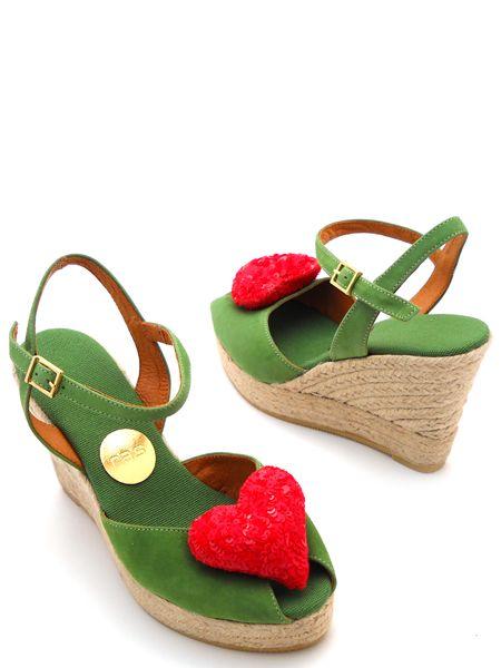 Красные замшевые туфли с сердечком